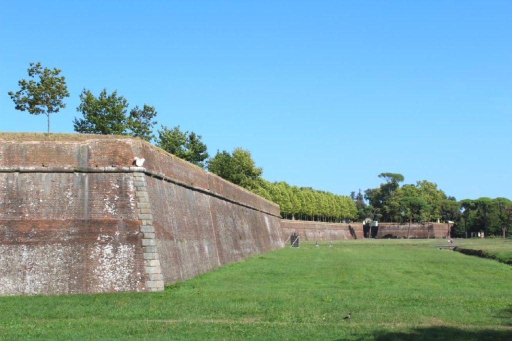 De stadsmuren van Lucca