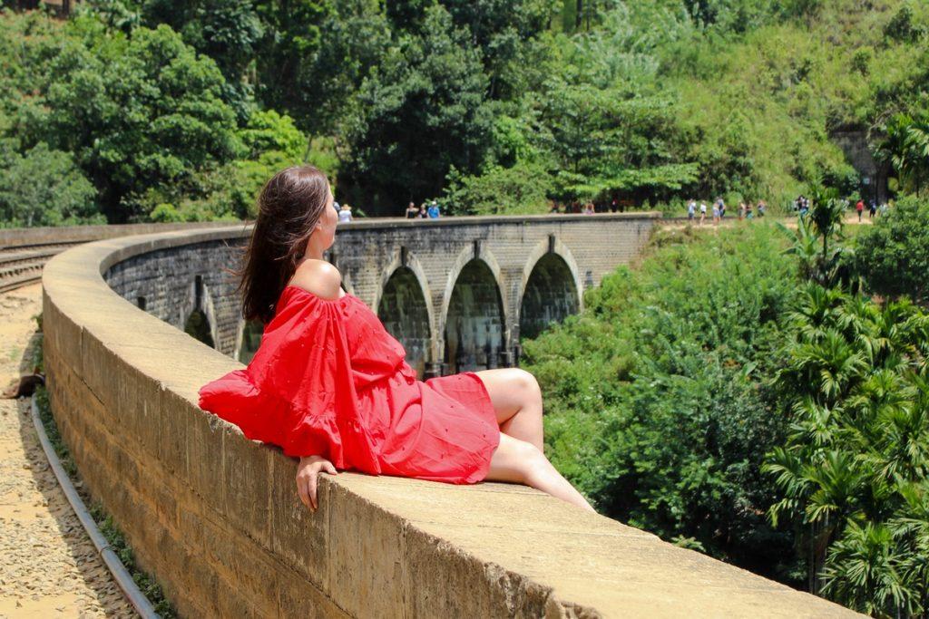 Bij de Nine Arch Bridge in Ella