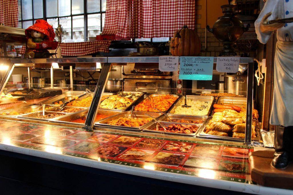 Lunch in de Centrale Markthal van Boedapest