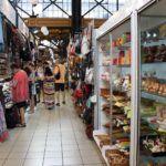Souvenirs in de Centrale Markthal van Boedapes