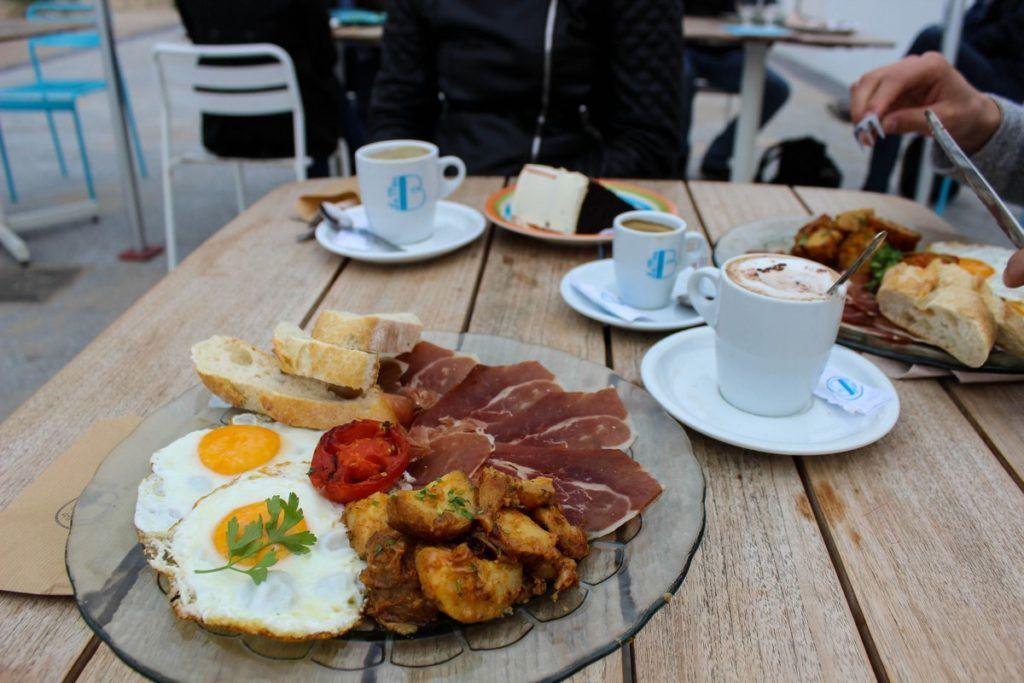 Ontbijt bij La Mas Bonita in Valencia
