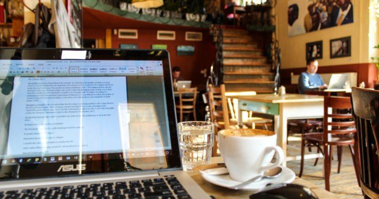 De lekkerste cappuccino drink je bij deze hippe koffietentjes in Boedapest!