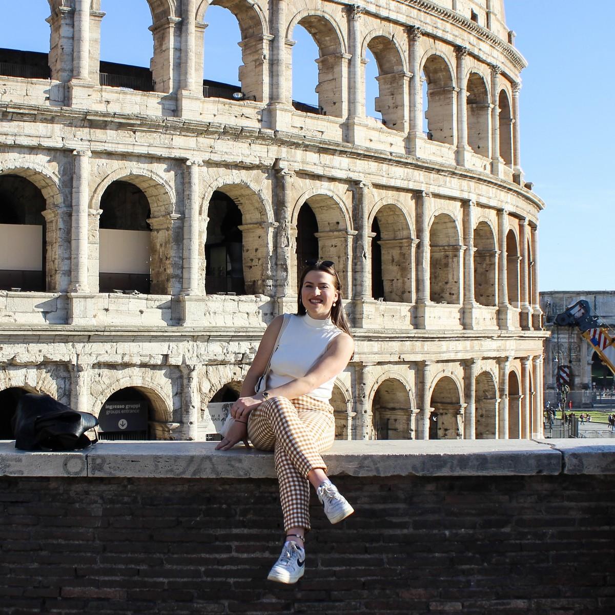 Voor het Colosseum in Rome
