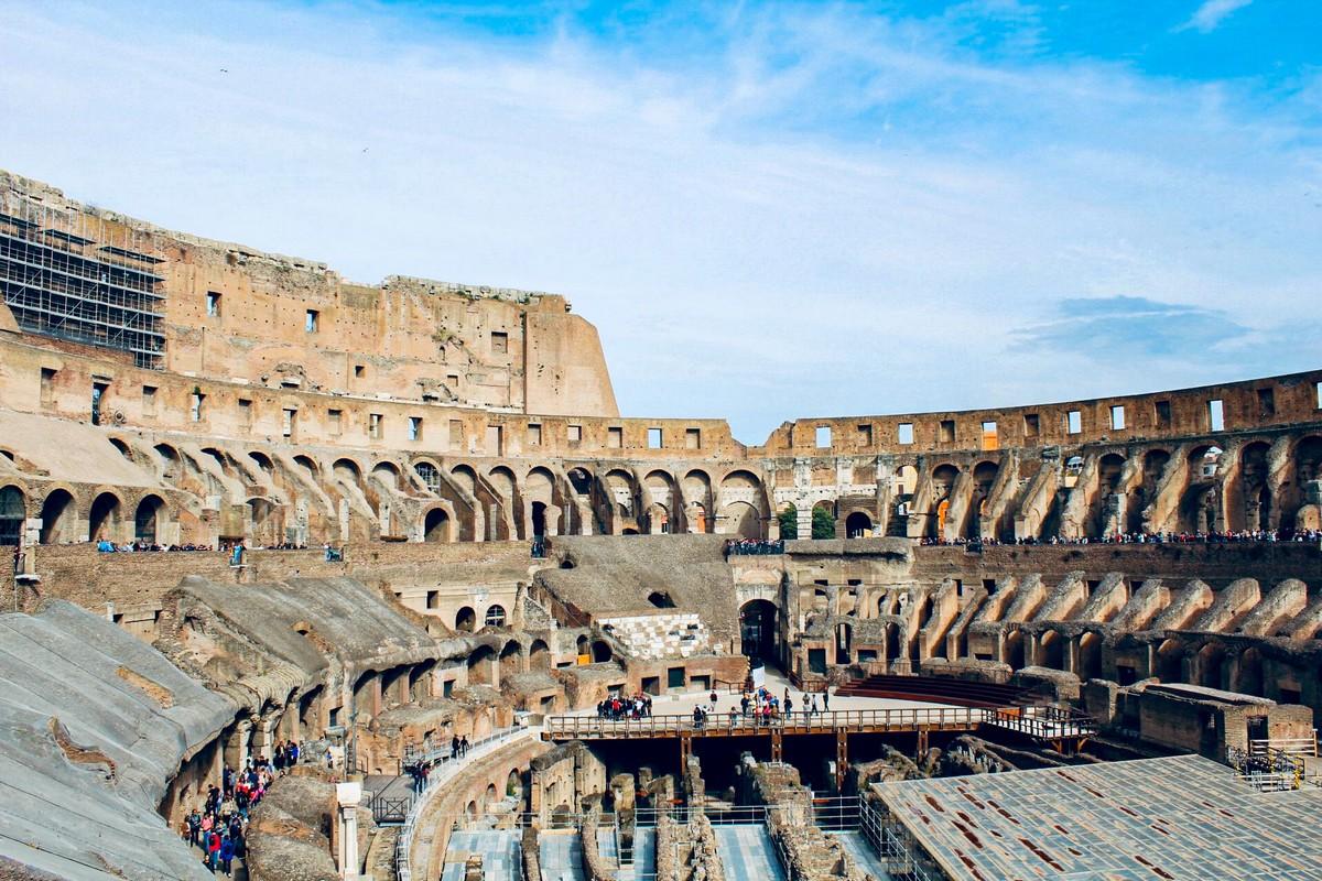 Binnenkant van het Colosseum in Rome